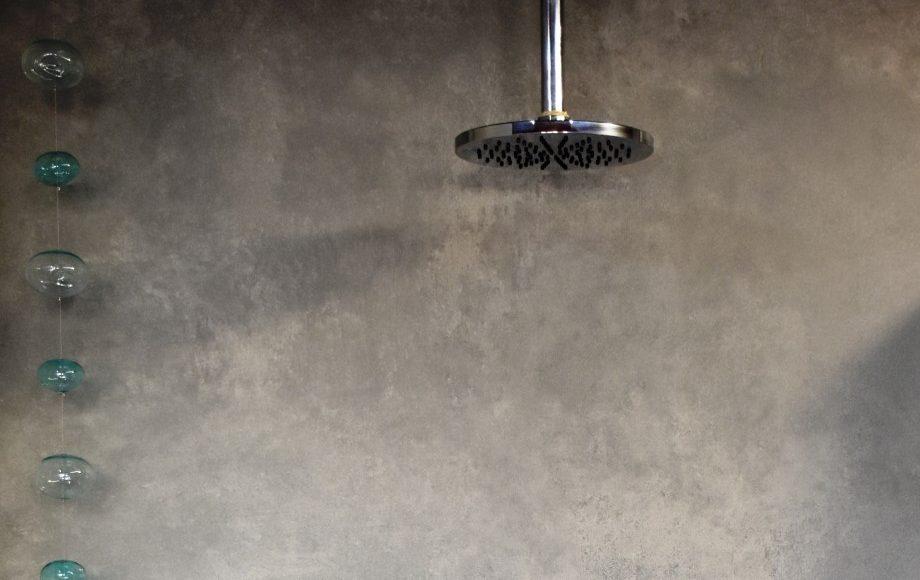 Fugenlose Großformatfliesen für die Dusche